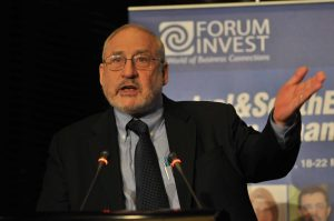 Joseph_Stiglitz_Nobel_Prize_Laureate_at_Forum_Invest_FINANCE_2009